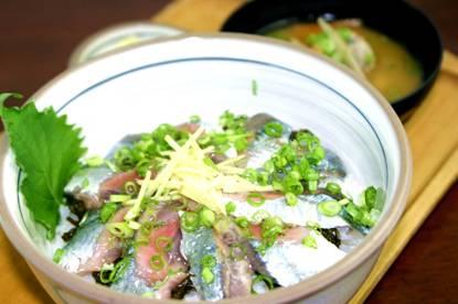 秋刀魚とアカモク丼.jpg